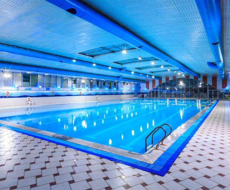 سقف استخر و ساخت نرده زمین اسکیت و تمامی کارهای مجموعه ورزشی بانک ملی در آجودانیه