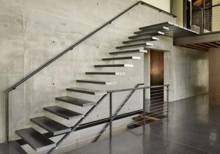 پله گرد با نرده نامرئی