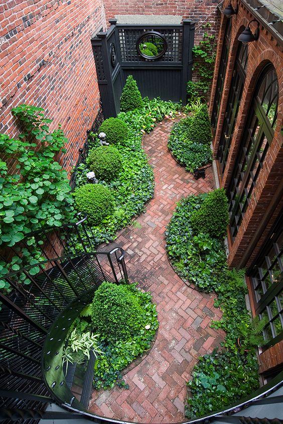 پله فلزی حیاط