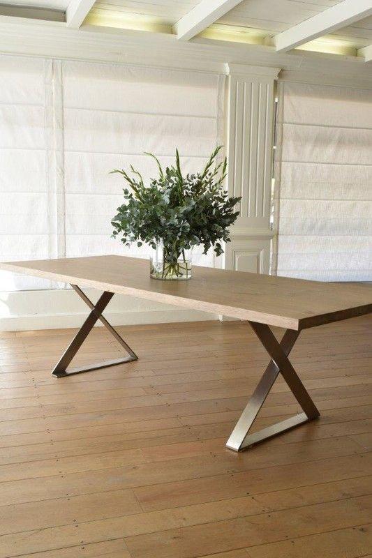 میز چوبی با پایه فلزی