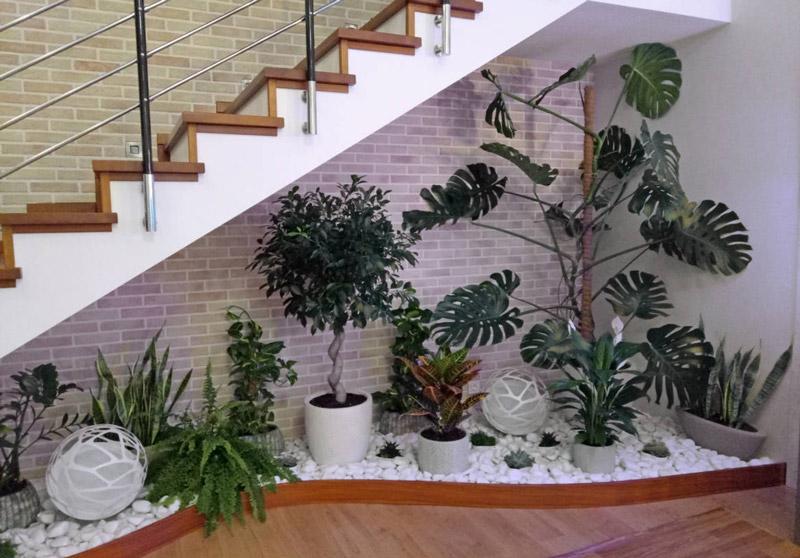 باغچه زیر پله