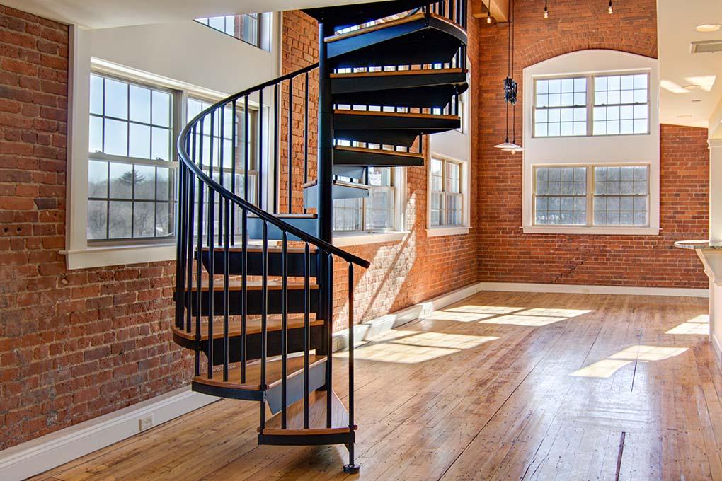 پله گرد فلزی کوچک