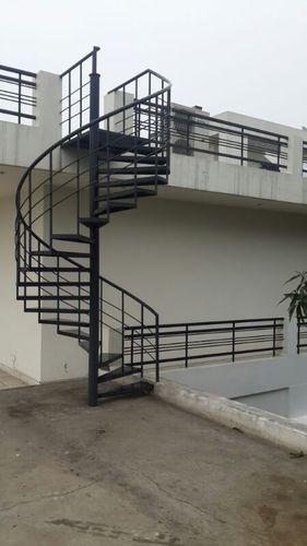 اجرای پله گرد فلزی