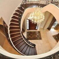 راه پله گرد و کلاسیک